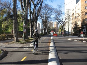 Cycletrack on Assinboine Ave (Photo: Anders Swanson)