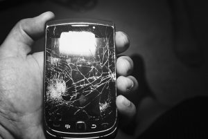 cellphone-cracked-screen-cc-license-on-flickr